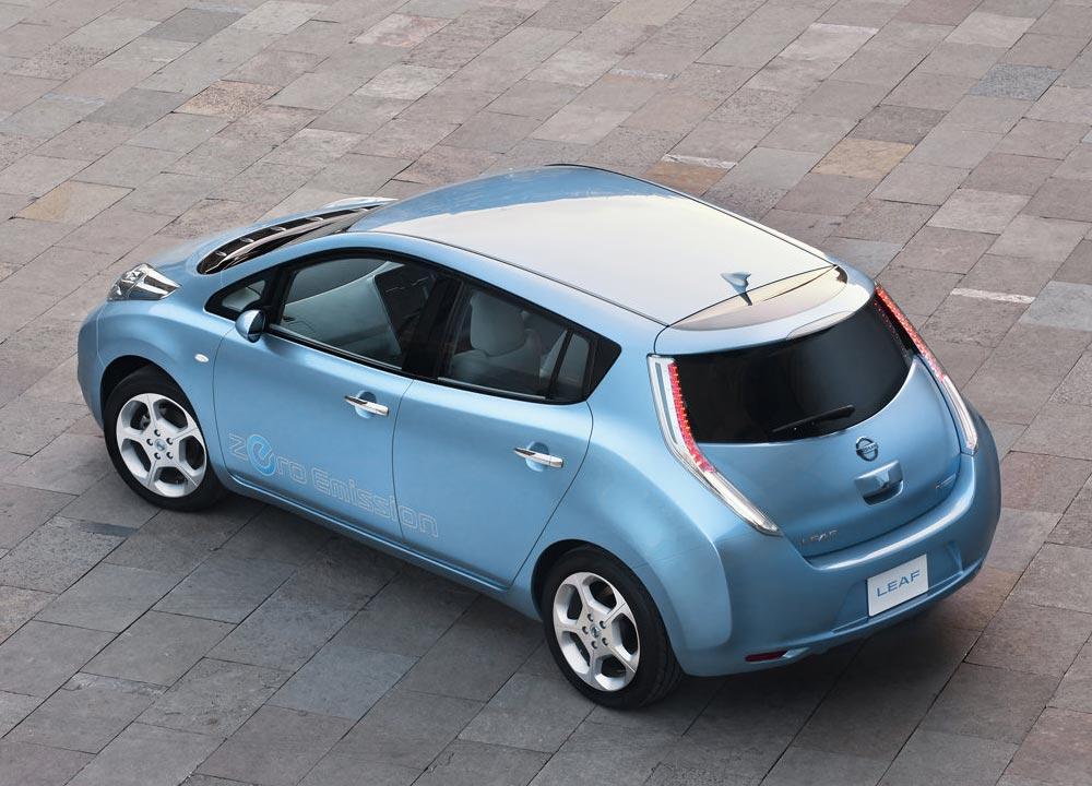 nissan leaf voiture de l 39 annee 2011 en photos hd. Black Bedroom Furniture Sets. Home Design Ideas