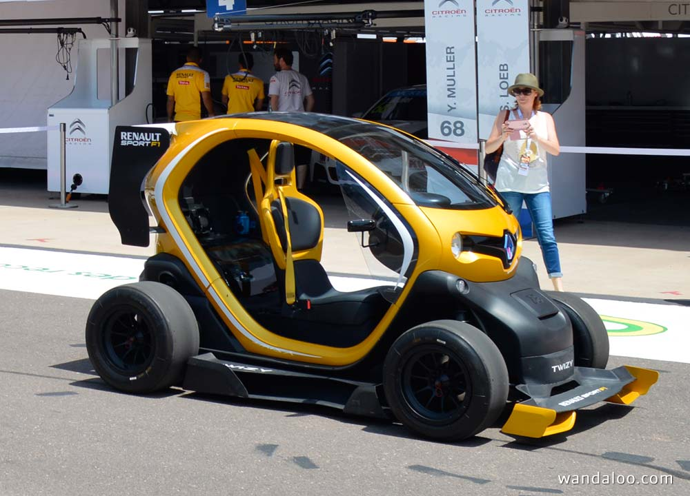 renault twizy prix photos renault twizy price photo 2 renault twizy renault twizy au prix de 6. Black Bedroom Furniture Sets. Home Design Ideas
