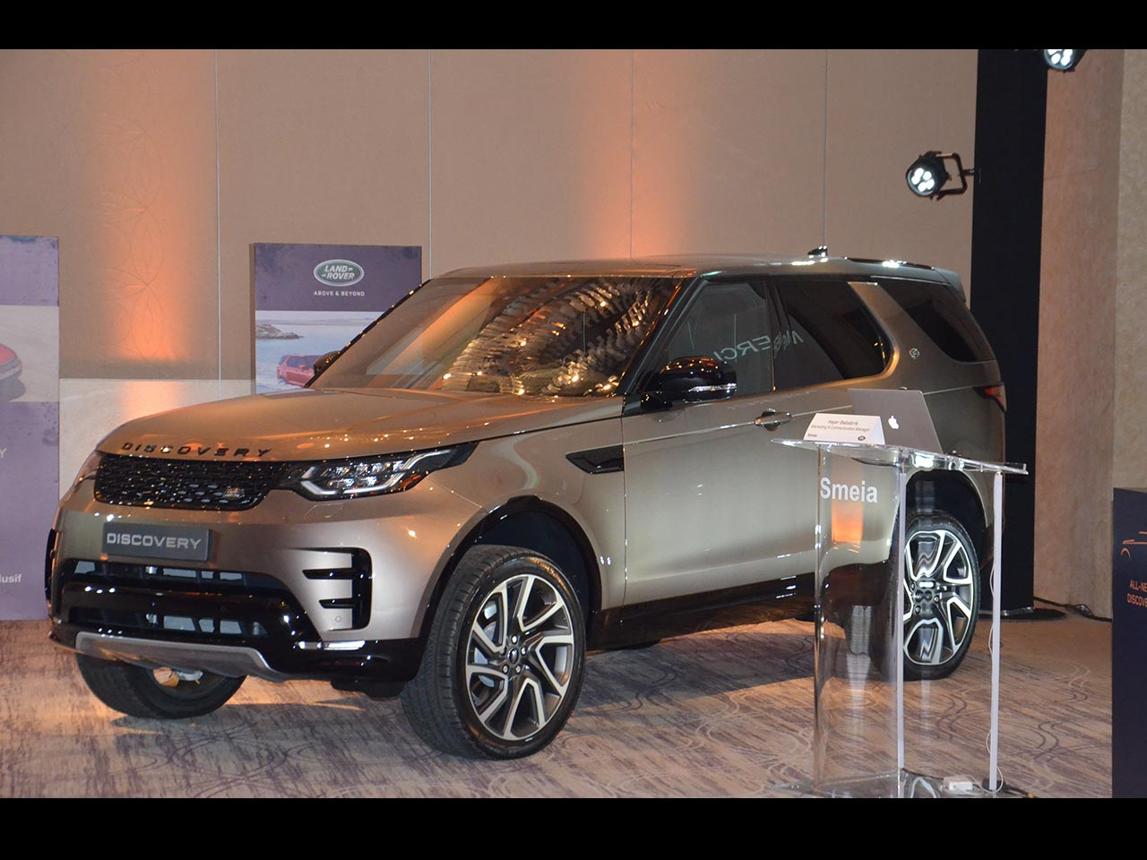 land rover discovery 5 lancement au maroc. Black Bedroom Furniture Sets. Home Design Ideas