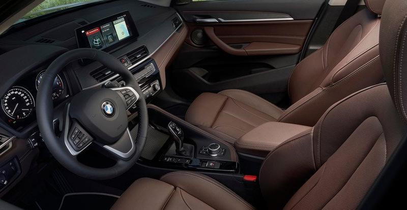 A bord, un nouveau sélecteur de vitesses et un système multimédia plus évolué font leur apparition sur le nouvel BMW X1