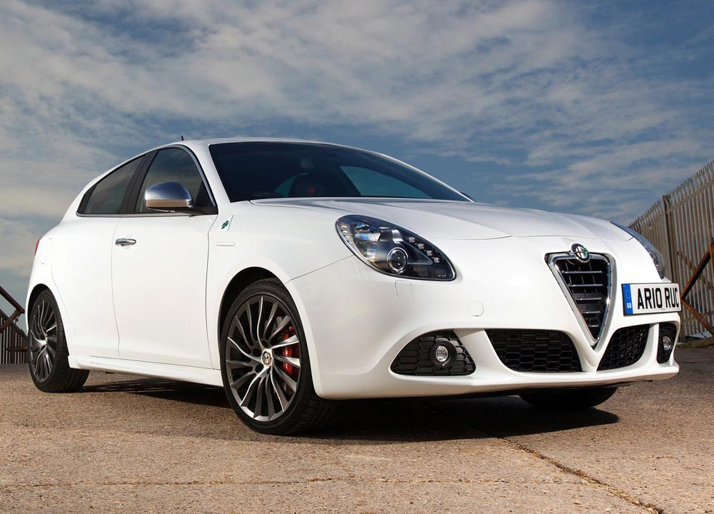 alfa romeo giulietta en photos hd. Black Bedroom Furniture Sets. Home Design Ideas