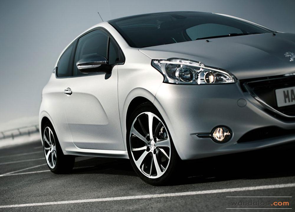 http://www.wandaloo.com/files/Voiture-Neuve/peugeot/Peugeot-208-2013-12.jpg