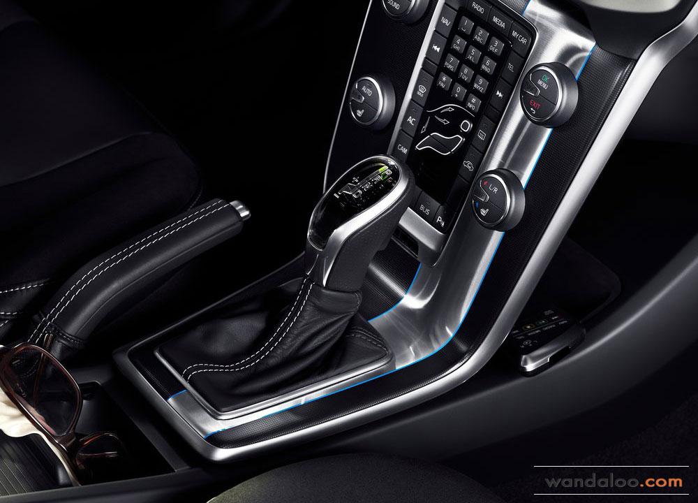 https://www.wandaloo.com/files/2012/09/Volvo-V40-R-Design-2013-09.jpg
