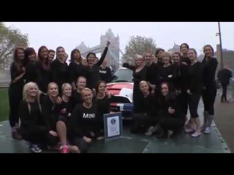 28 filles en Mini Cooper