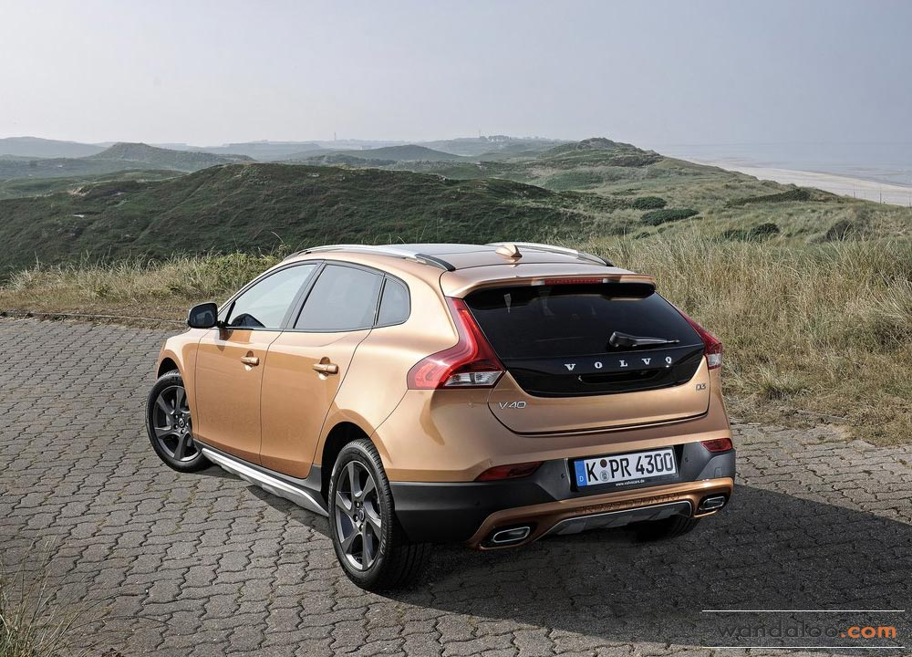 https://www.wandaloo.com/files/2013/08/Volvo-V40-Cross-Country-2014-Neuve-Maroc-02.jpg