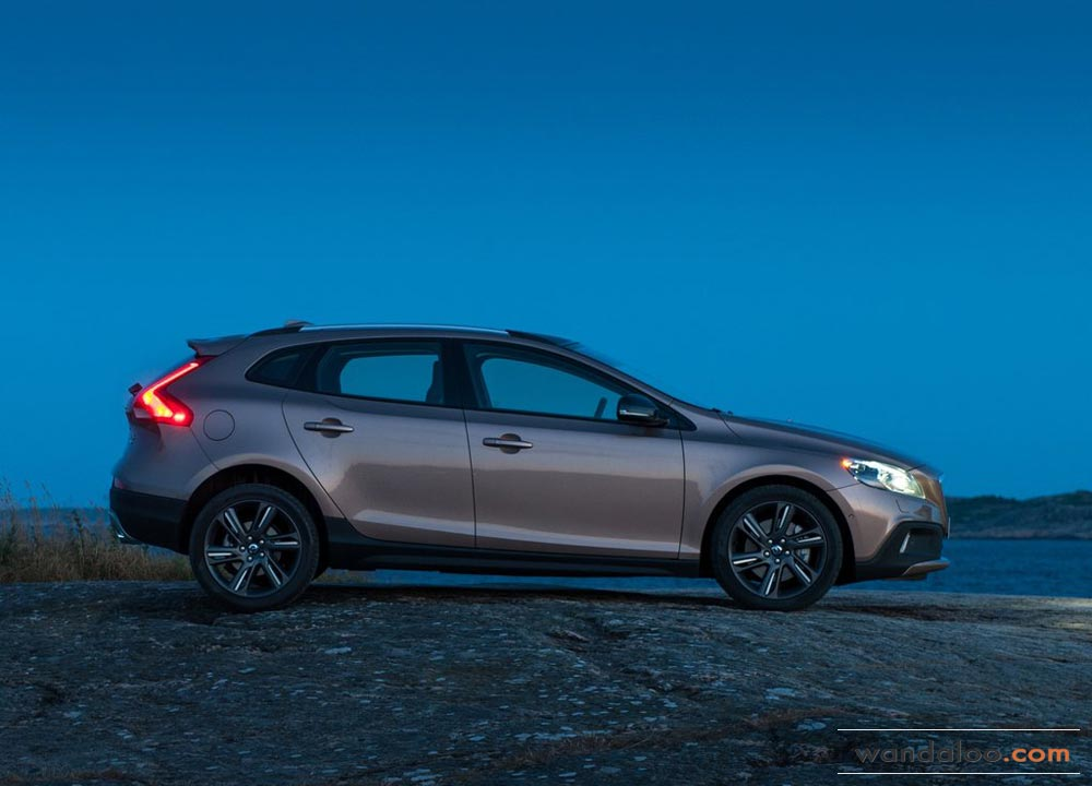 https://www.wandaloo.com/files/2013/08/Volvo-V40-Cross-Country-2014-Neuve-Maroc-04.jpg