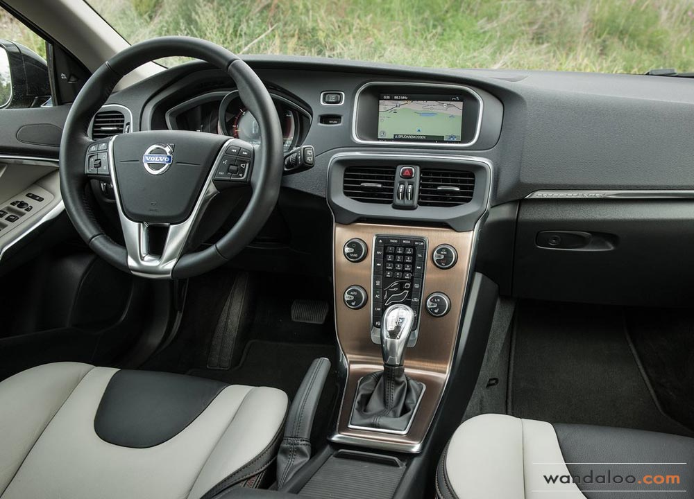 https://www.wandaloo.com/files/2013/08/Volvo-V40-Cross-Country-2014-Neuve-Maroc-06.jpg