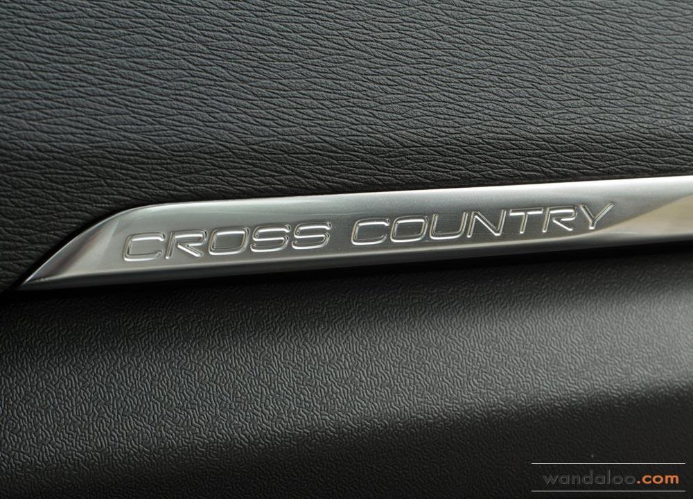 https://www.wandaloo.com/files/2013/08/Volvo-V40-Cross-Country-2014-Neuve-Maroc-09.jpg