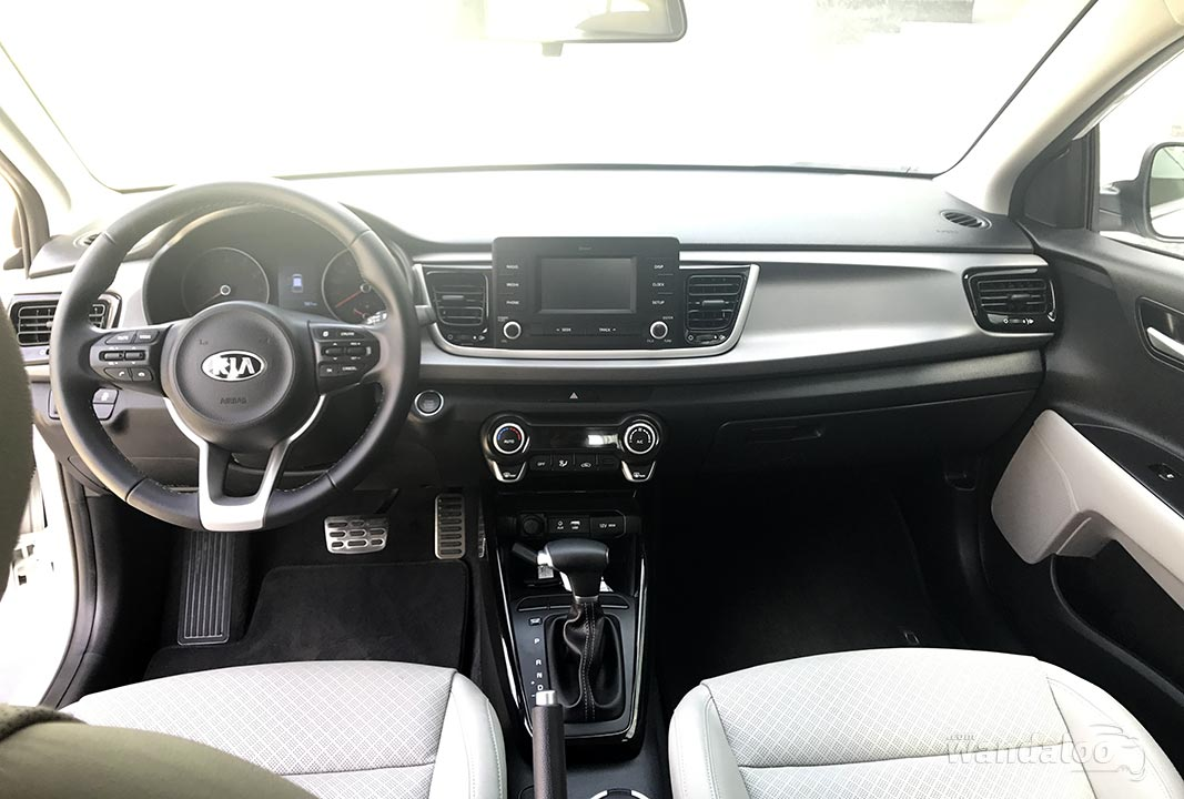 https://www.wandaloo.com/files/2017/05/Essai-KIA-Rio-2017-Dubai-09.jpg