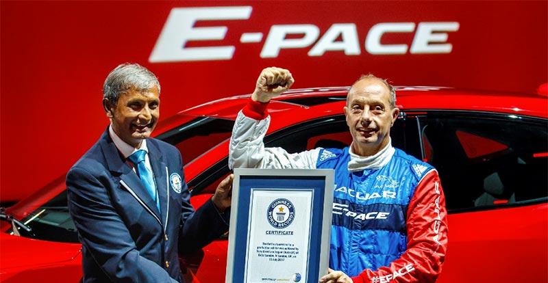Terry GRANT, l'auteur du record Guinness au volant du Jaguar E-PACE