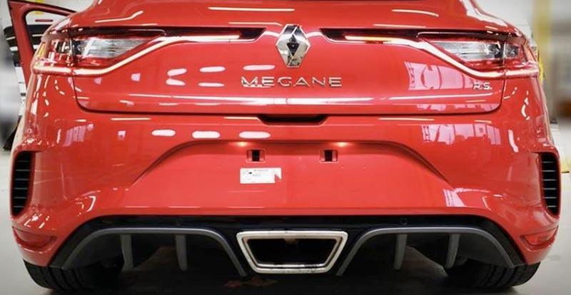 La nouvelle Mégane RS reçoit un énorme diffuseur arrière percé du gros échappement central