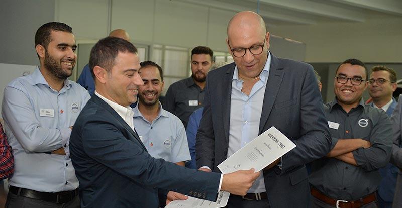 El Mehdi Boughalem, Directeur SAV chez Volvo Maroc recevant la certification