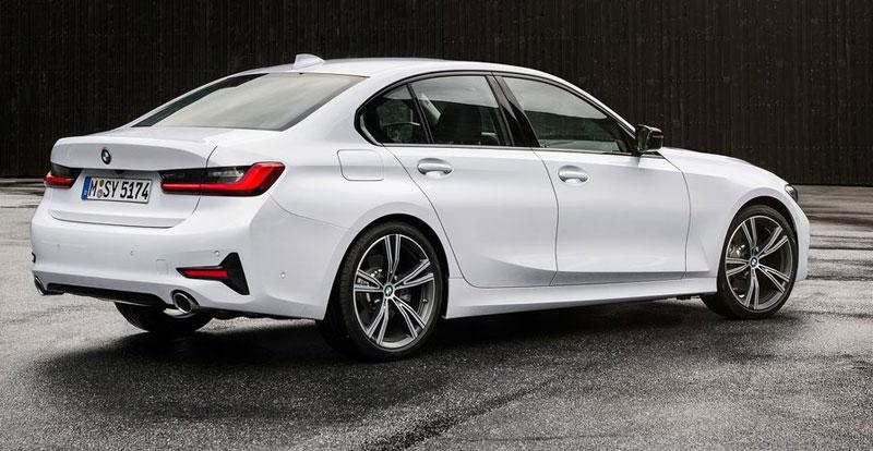 Même à l'arrière, le style incisif de la nouvelle BMW Série 3 reste présent !