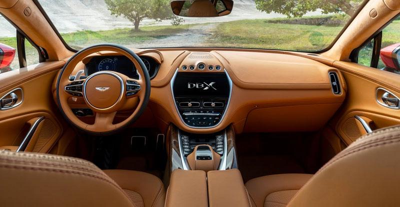 Aston Martin vante la polyvalence et la praticité qui règnent à bord de son DBX !