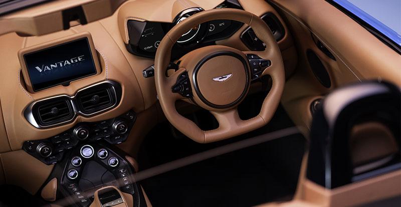 L\'atmosphère qui règne à bord de la Vantage Roadster est un cocktail subtil entre sportivité et raffinement !