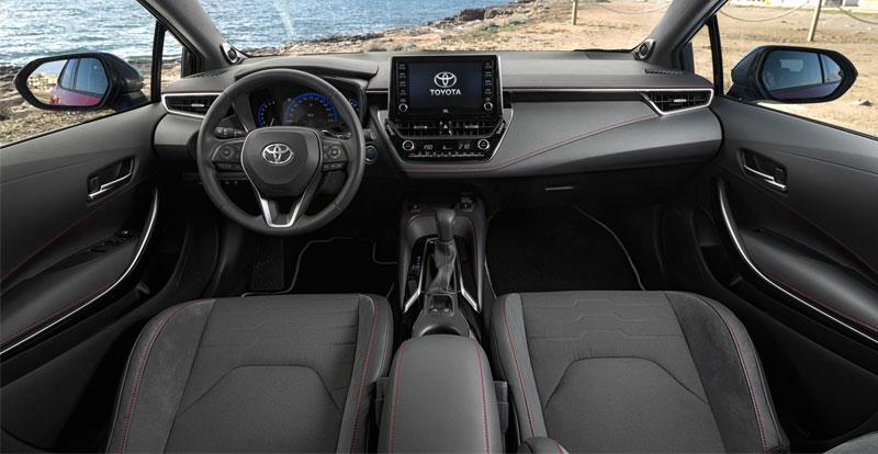 La présentation intérieure est sérieuse et l\'écran central tactile de 8 pouces offre une connectivité honnête.