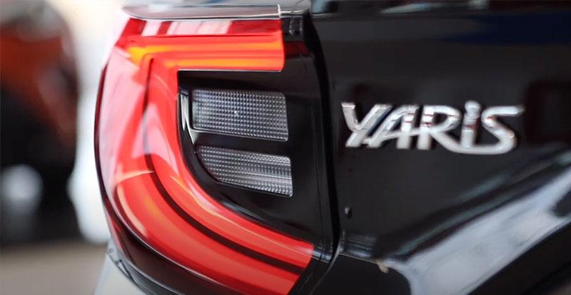 La nouvelle signature lumineuse à LED et le noir laqué rendent la TOYOYA Yaris 4 encore plus séduisante !