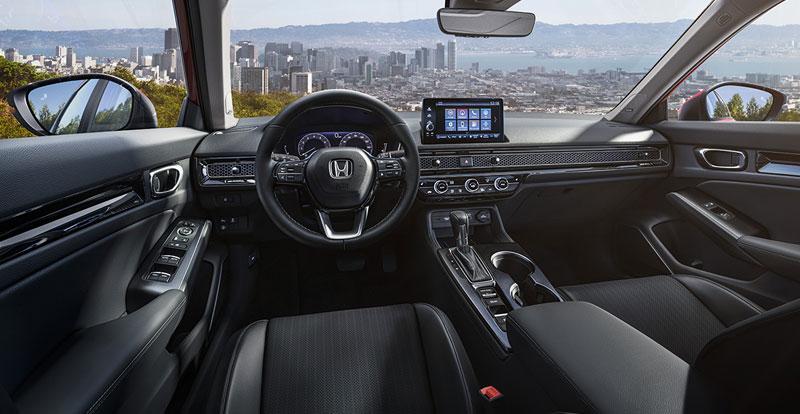 A bord, les progrès sont palpables en matière d'ergonomie et de connectivité.