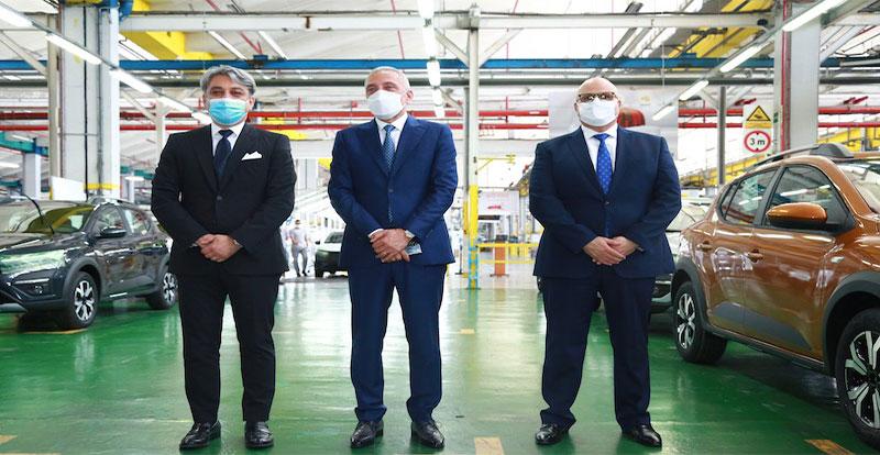 Luca de Meo, CEO de Renault Group, Moulay Hafid Elalamy, ex-ministre de l'Industrie et Marc Nassif, DG de Renault Maroc