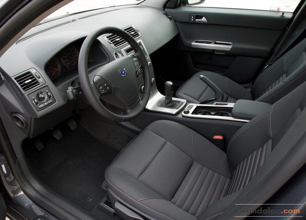 https://www.wandaloo.com/files/Voiture-Neuve/volvo/Volvo-S40-Neuve-Maroc-03.jpg
